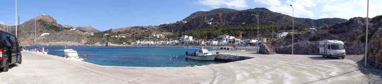 Port et plage de Kapsali.