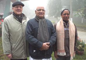 (v.l.) Pfarrer Norbert Lixenfeld, Bischof Alphonsus D`Souza, Pfarrer Linus Xalxo
