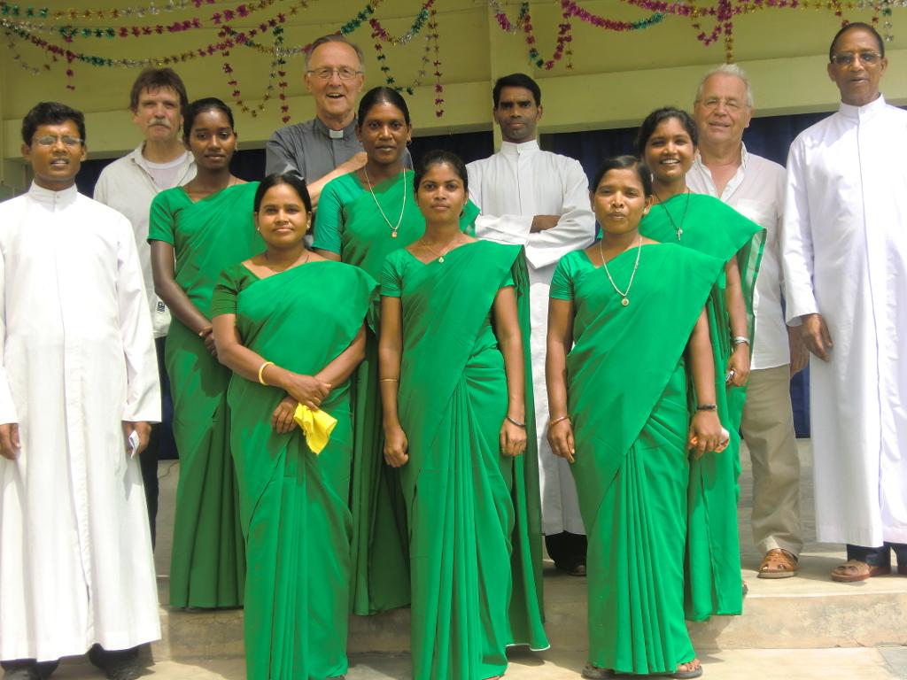 Lehrerinnen und Pfarrer mit den Gästen aus Limburg und Elz (2012)
