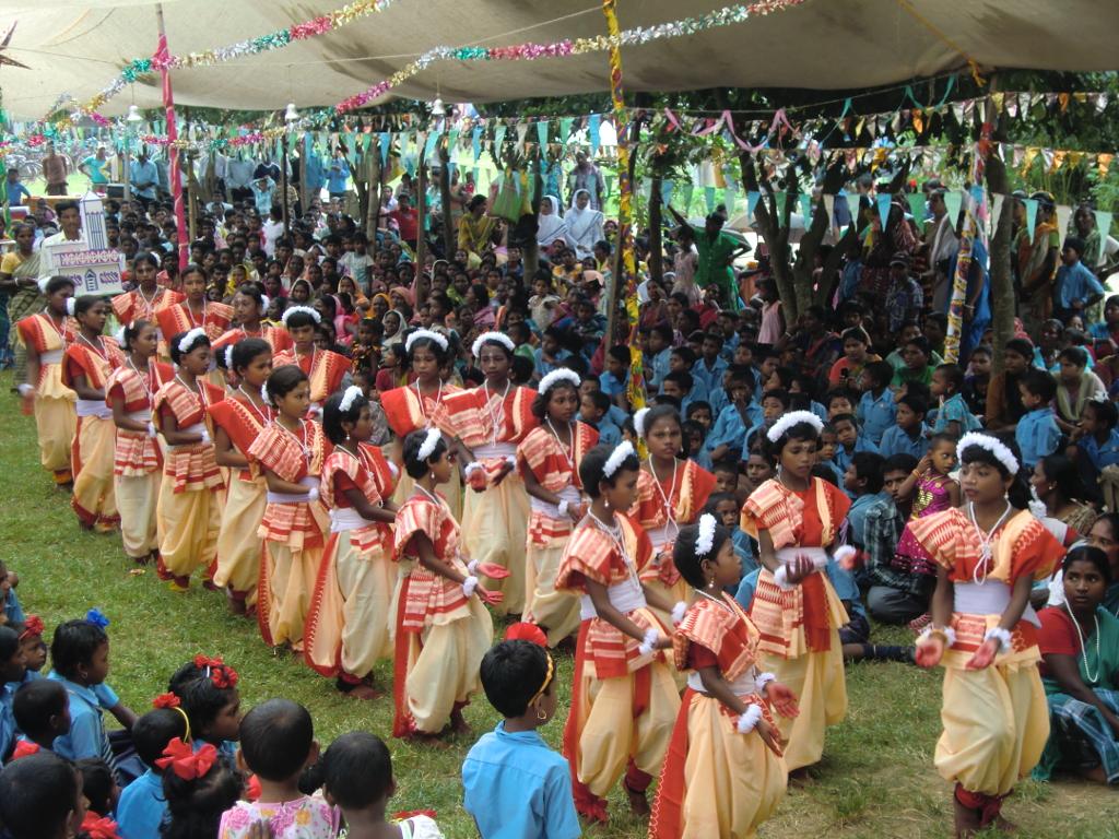 Einzug zur feierlichen Primizfeier von Pfr. Blasius Murmu