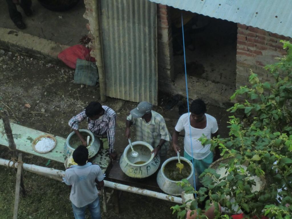 Vorbereitung des Mittagessens für die mehr als 3.000 Gäste