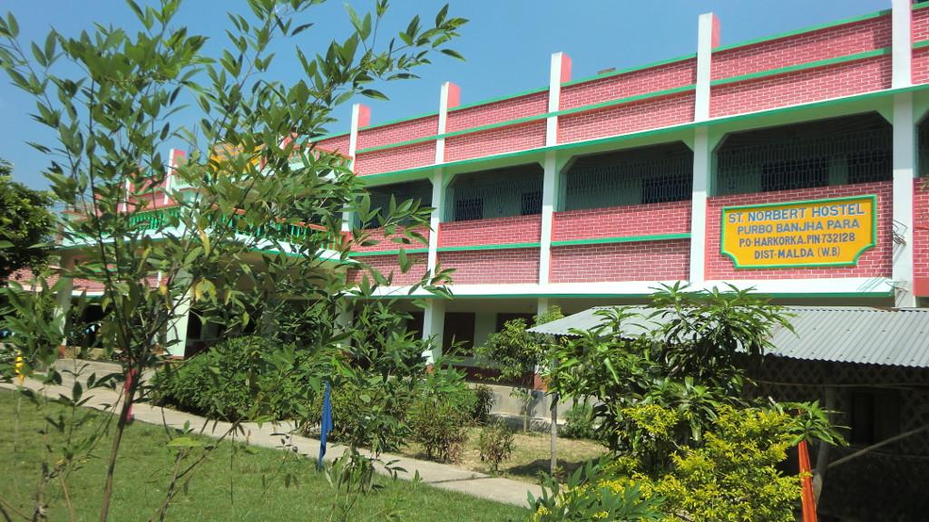 Schul- und Hostelgebäude der Norbert Catholic Mission