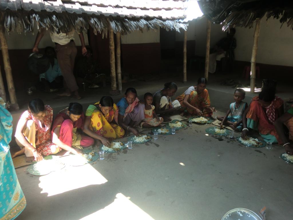 Mittagessen nach einer Familien-Messe