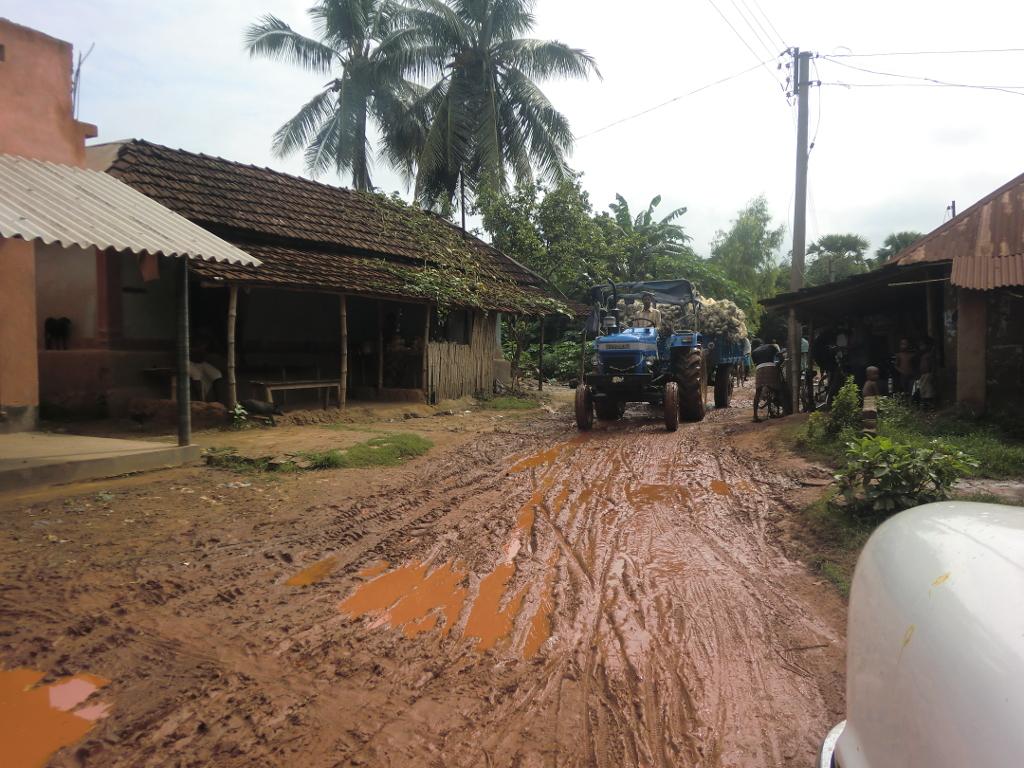 bei Regen werden die Straßen zum Teil unpassierbar