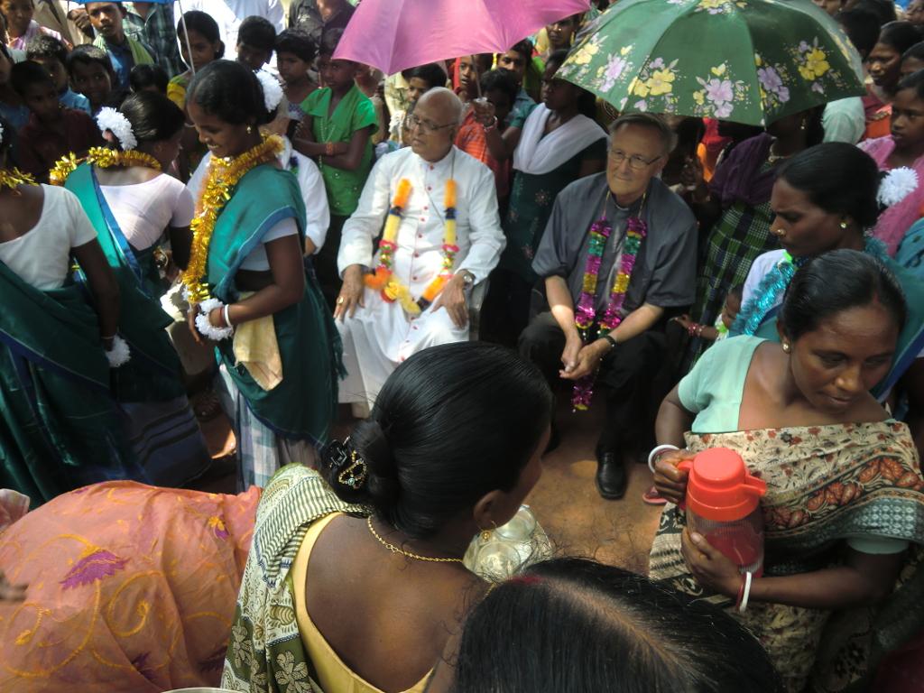 Begrüßung zur zur Einweihungsfeier von Schule und Hostel mit Bischof Alphonsus und Pfr. Lixenfeld (2012)