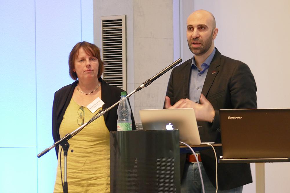Barbara Feichtinger (Moderation) und Ahmad Mansour