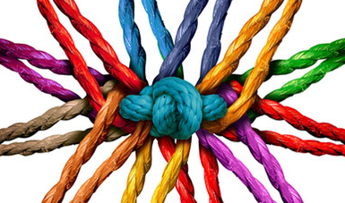 Button: Angebote für Fachkräfte | aus allen Richtungen in einem Knoten zusammenlaufende Fäden, in allen Farben des Regenbogens
