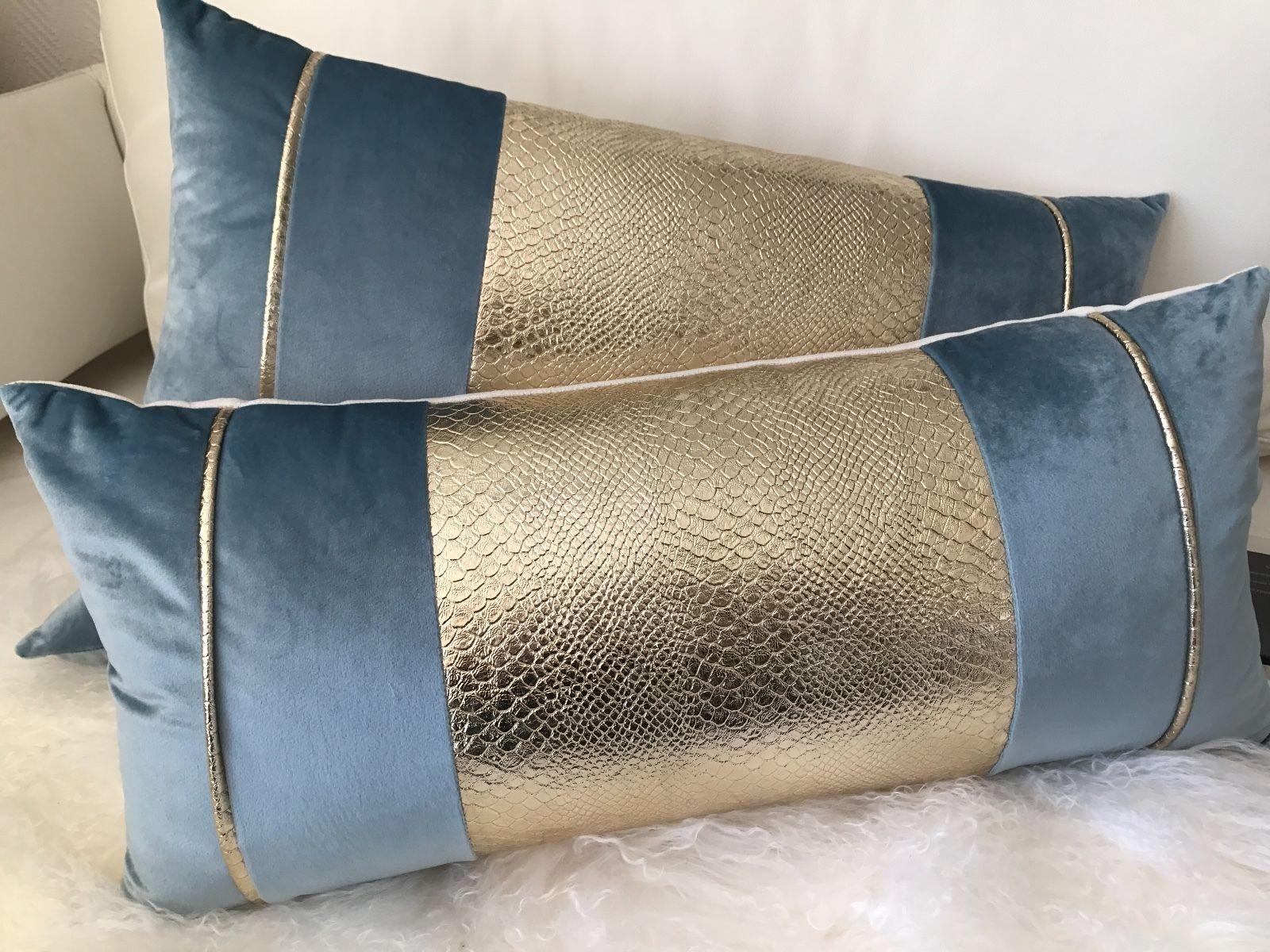 Blaue Samtkissen mit Goldeinsatz