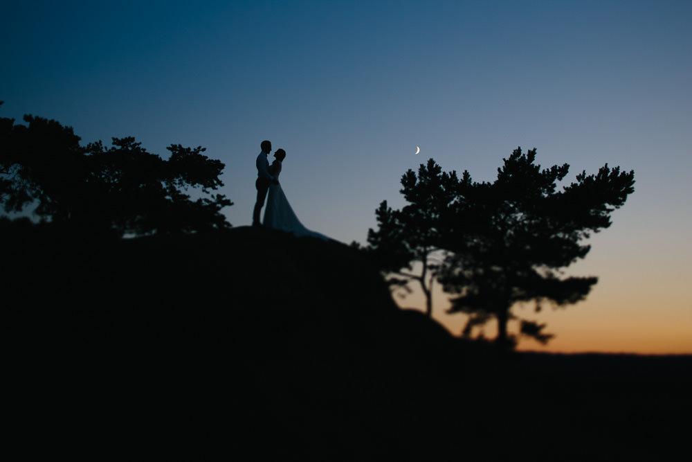 Hochzeit Afterwedding von Katha und Sven im Harz auf dem Hamburger Wappen bei Abendsonne mit Schatten Konturen, Hochzeitsfotograf aus Magdeburg Thomas Sasse
