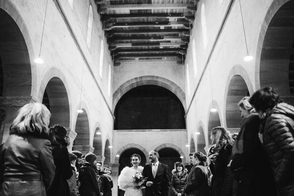 irene, jonas, halle, magdeburg, thomas, sasse, hochzeitsfotograf, einzug, kirche, kloster petersberg, getting ready, vorbereitungen