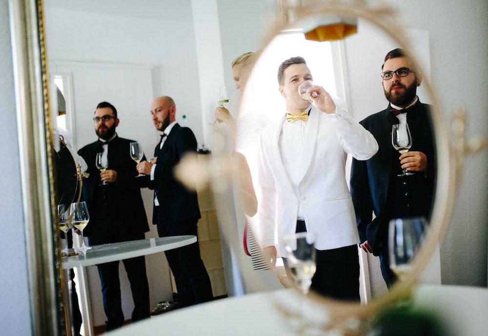 hochzeit, stuttgart, magdeburg, thomas sasse, anzug, gold, wedding, sekt, anstoßen