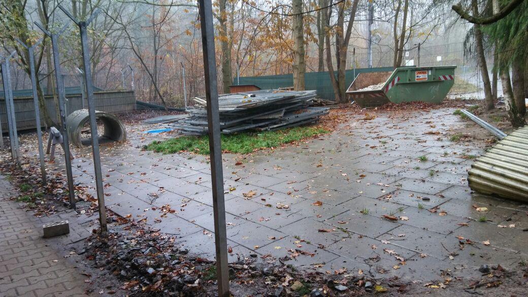Im Auslauf wurden die Zaun- und Türelemente entfernt. Alles soll viel offener werden.