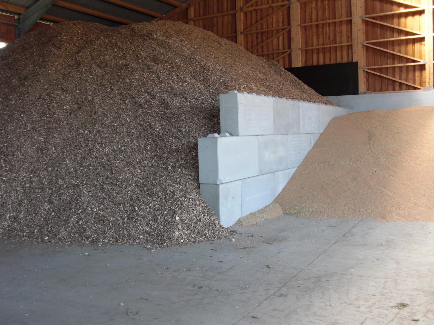 Betonblock Abtrennung Getreide und Hackschnitzel