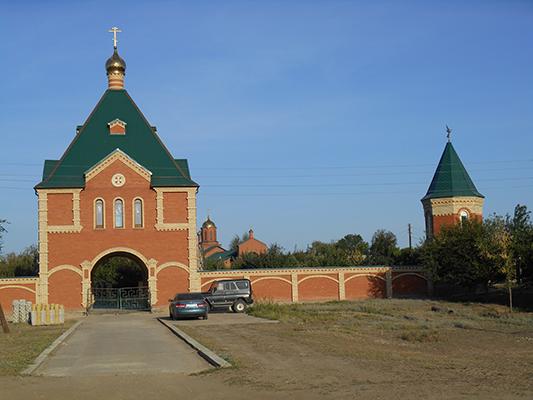 Местная достопримечательность - Гавриило-Архангельский мужской монастырь в хуторе Барбаши