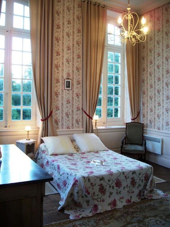 La chambre d'Hélène et son décor romantique