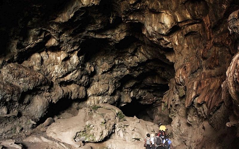Una delle grotte del Monte Suswa