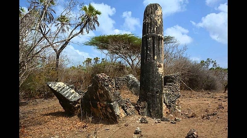 Tomba pilastro a Shanga. Isola di Pate, Kenya