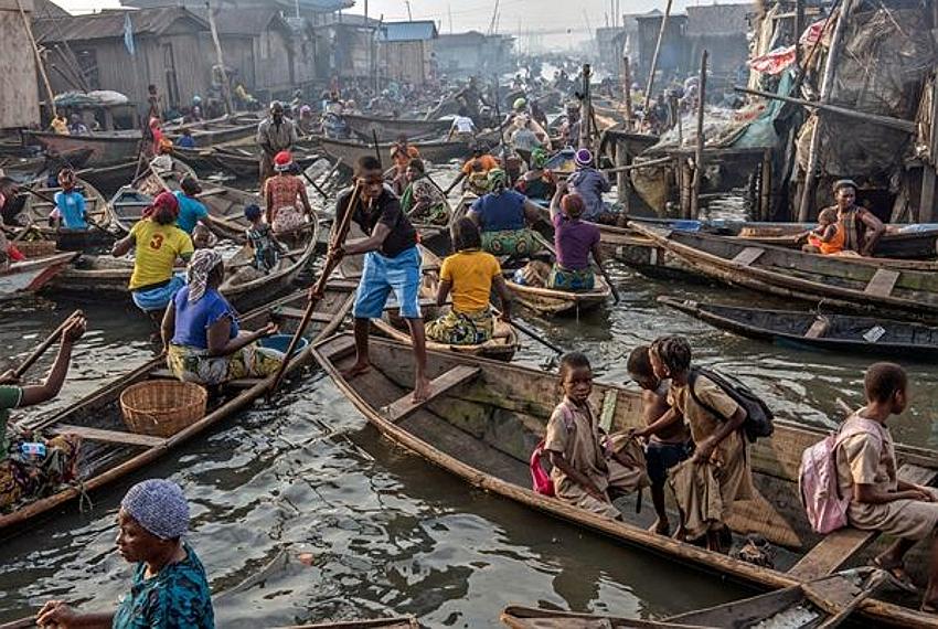 La navigazione a Makoko