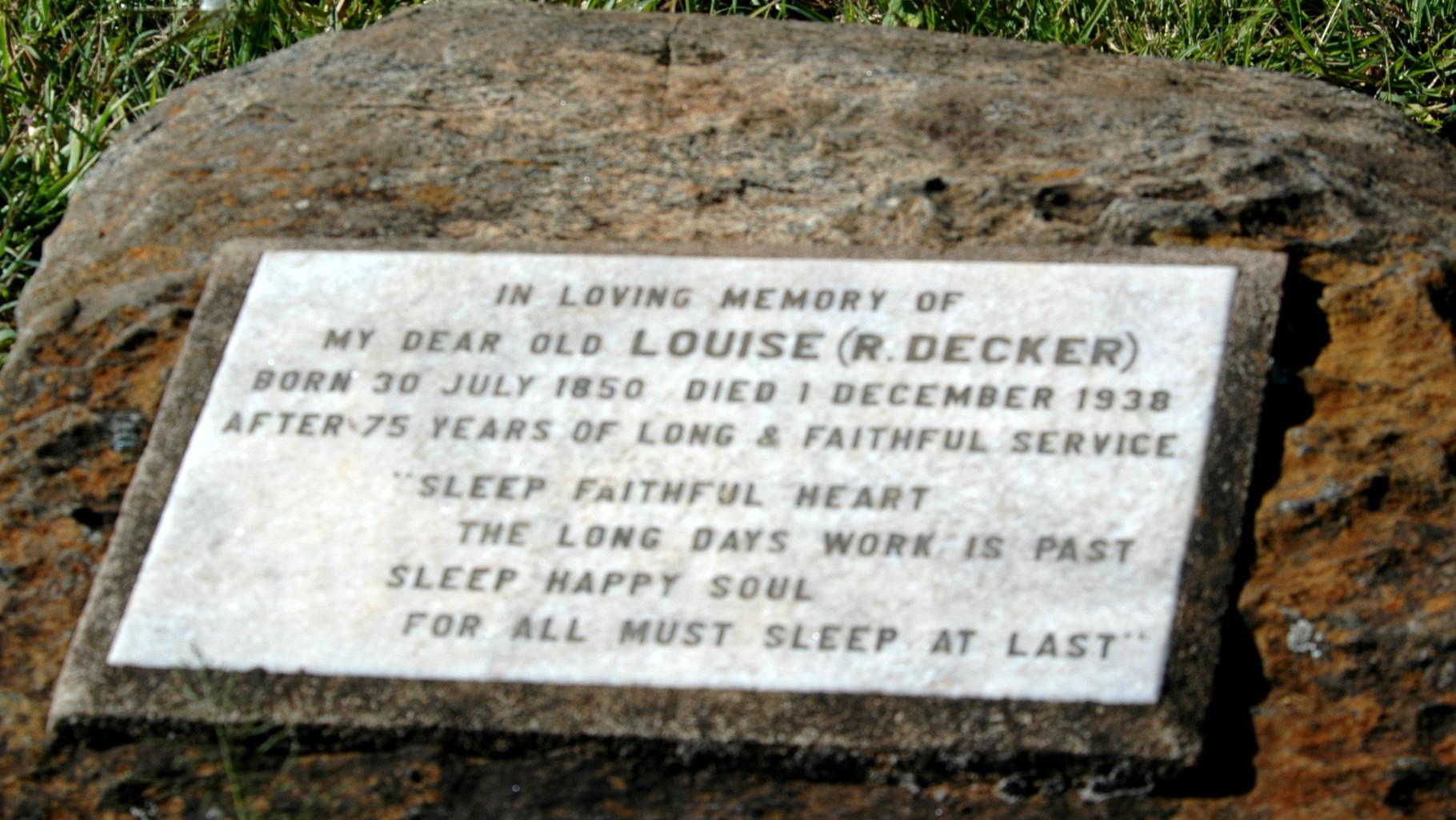 Lapide sulla tomba della serva Louise