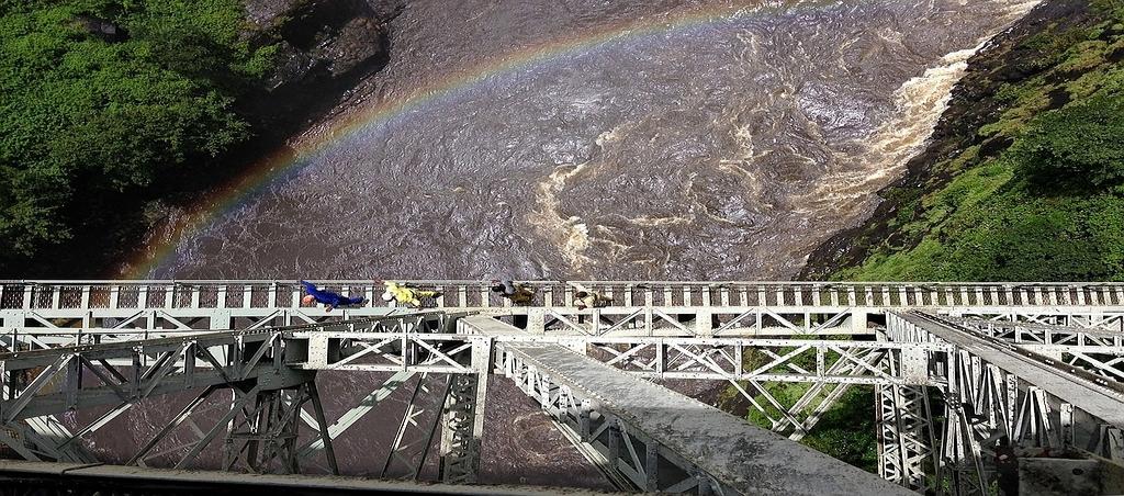 Cascate Vittoria. Vista del ponte ferroviario.