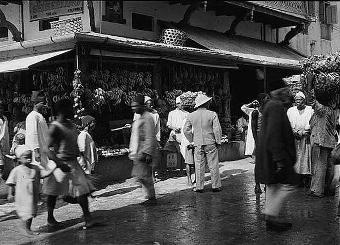 Una scena di strada a Zanzibar nei primi anni del XX secolo