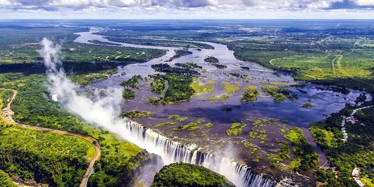 Le spettacolari Cascate Vittoria tra Zambia e Zimbabwe