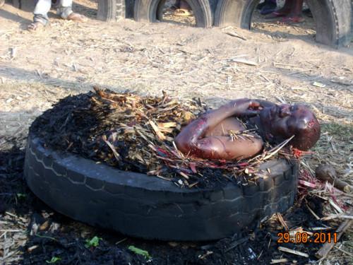 Ladro di polli arso vivo