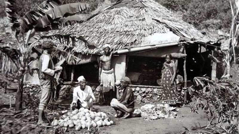 Kenya. Un piccolo negozio a Changamwe, un sobborgo di Mombasa, che vendeva cocco fresco nel 1890