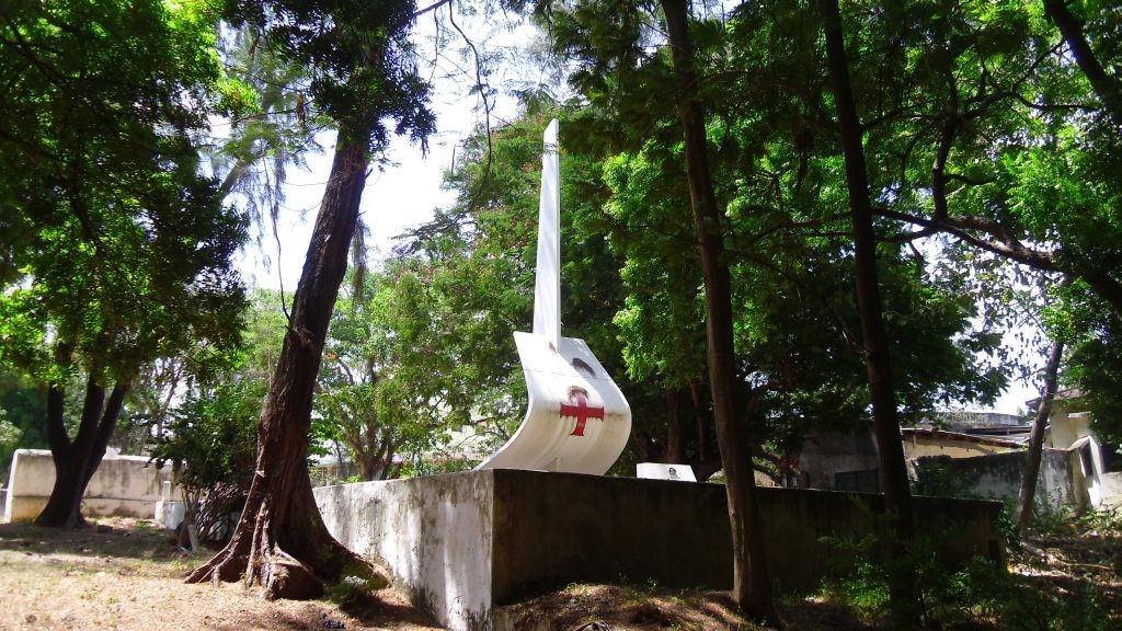 Monumento al portoghese Enrico di Aviz (detto Enrico il Navigatore o principe di Sagres 1394-1460), allo sceicco di Malindi che accolse Vasco da Gama e al navigatore che condusse da Gama in India nel 1498.