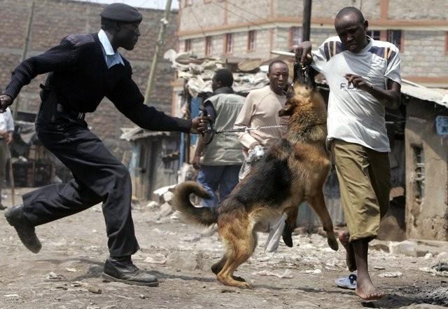 La polizia assedia lo slum di Mathare