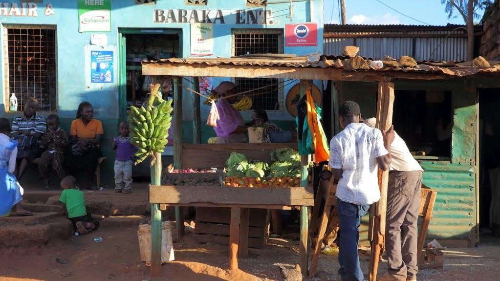 Banco della frutta nel villaggio Donyo Sabuk