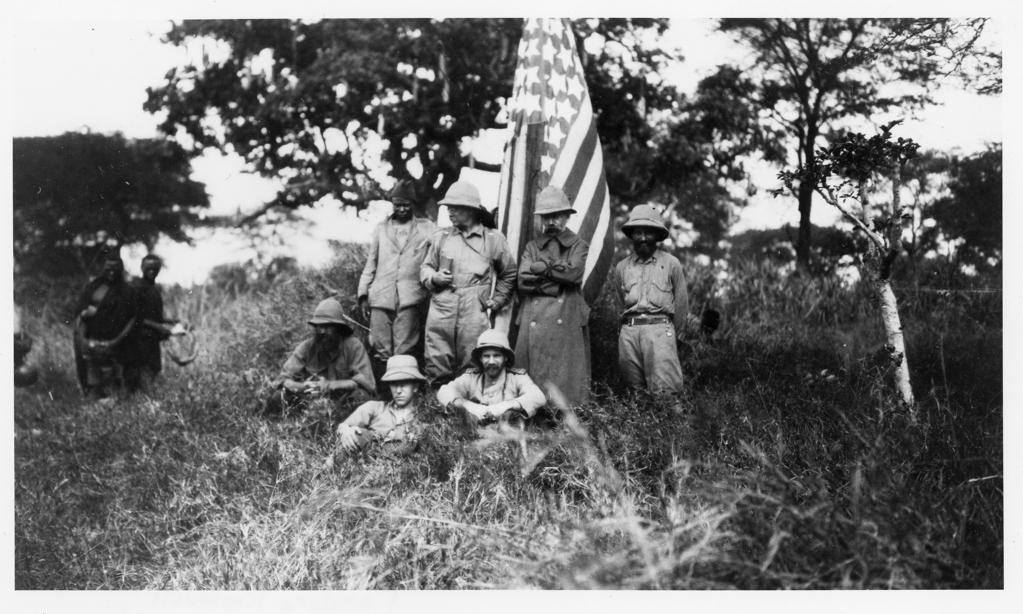 L'ex presidente Theodore Roosevelt e altri membri tra cui Kermit Roosevelt, Edgar Alexander Mearns e John Alden Loring