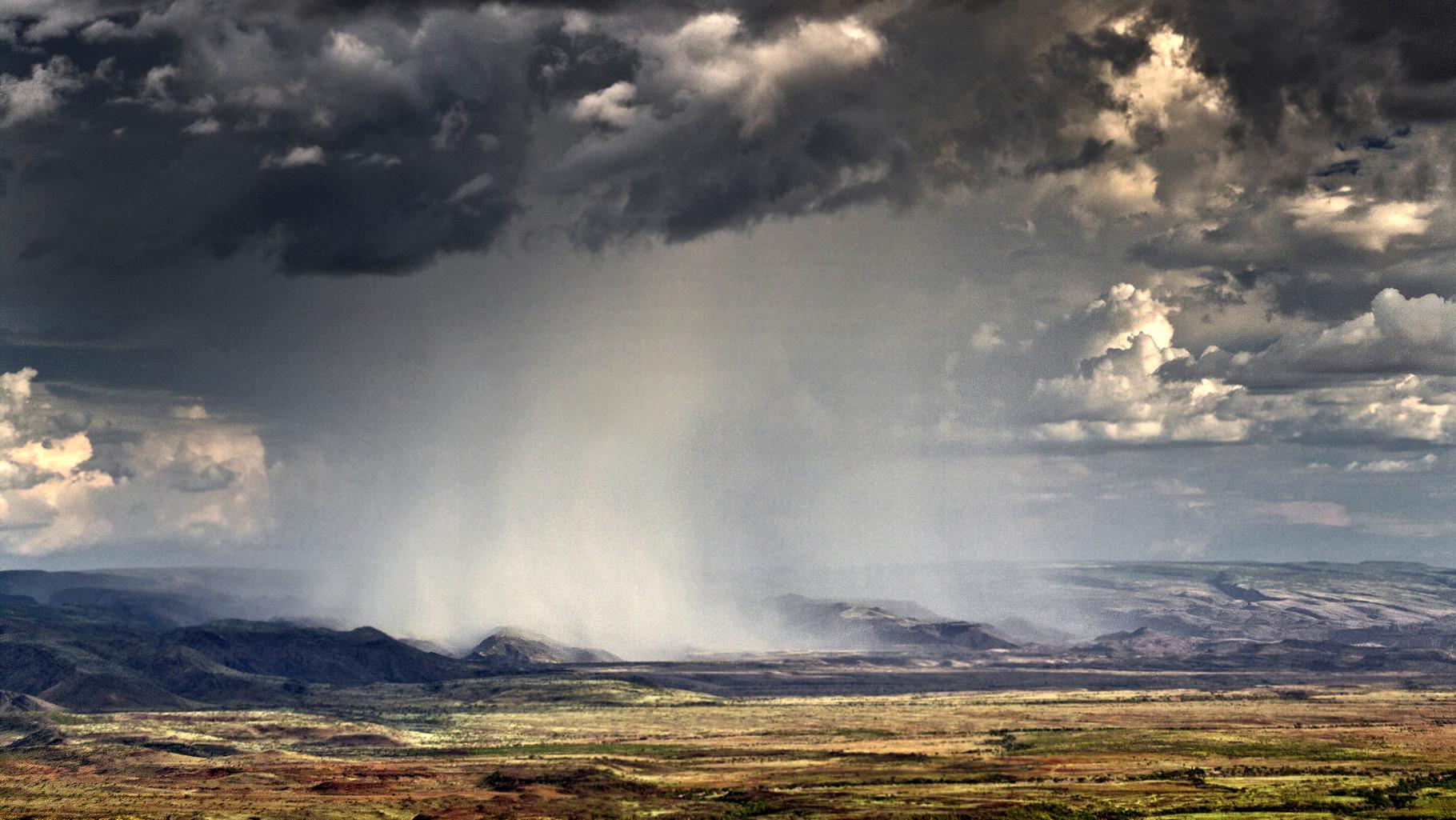 Acquazzoni nella valle del Suguta, una parte arida della Great Rift Valley in Kenya, a sud del LagoTurkana