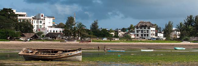 Quartiere Shella a Malindi. Vista dalla spiaggia sulla Silversand Road.