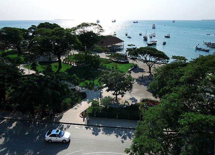 I giardini di Forodhani visti dal balcone frontale della Casa delle Meraviglie-Stone Town Zanzibar