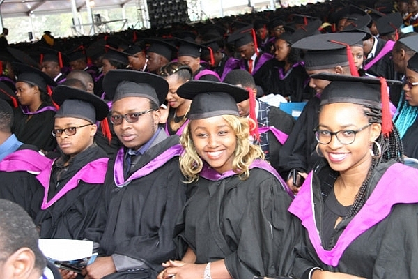 Giovani universitari appena laureati