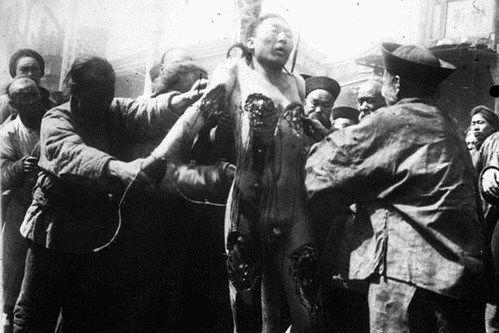 Lingchi. Forma di tortura e di esecuzione pubblica.