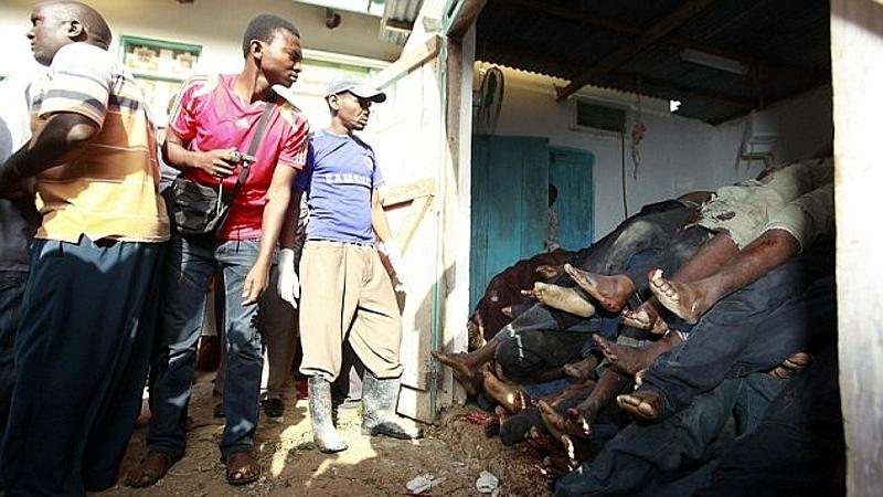 Kenya. I corpi ammassati delle vittime di Mpeketoni