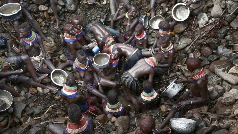 Kenya. Donne Turkana lottano per la sopravvivenza