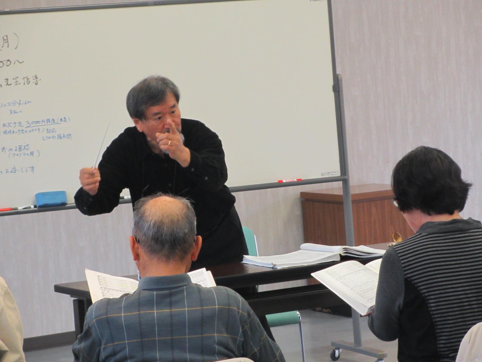 宗教音楽の大家内田先生のにこやかながら深いご指導