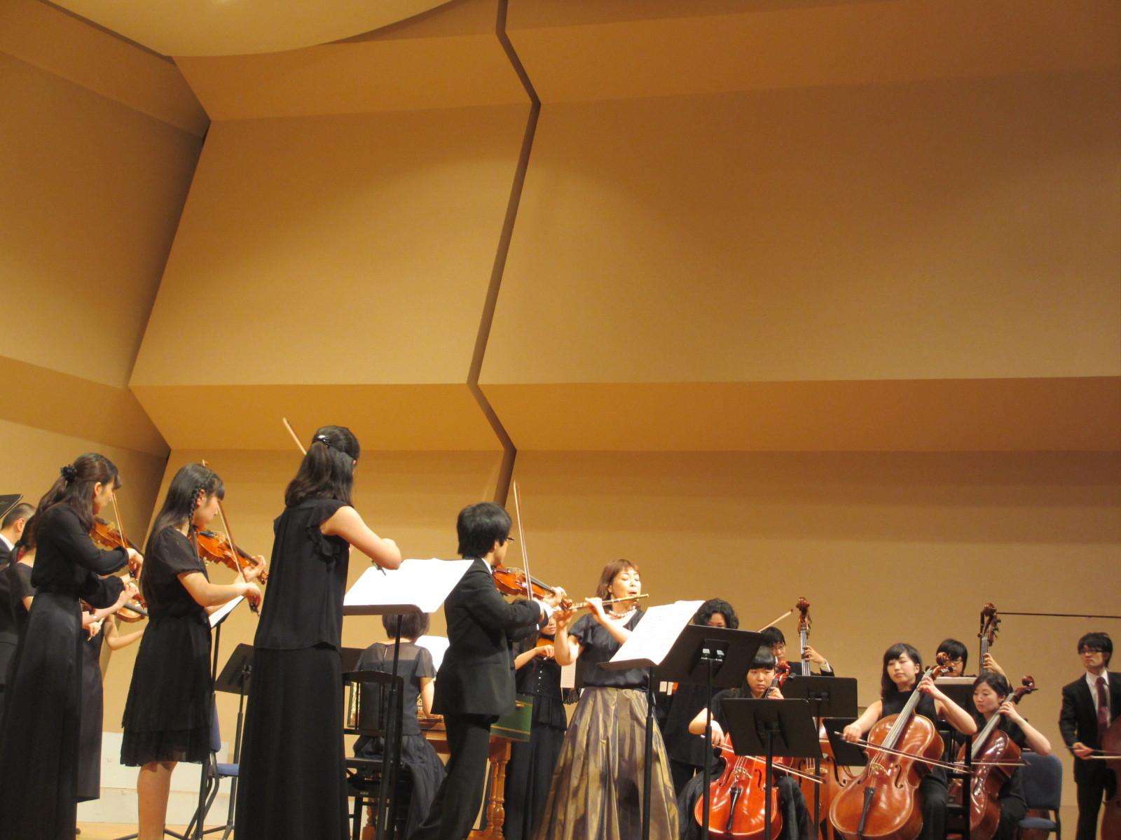 フルートとヴァイオリンがソロを担当