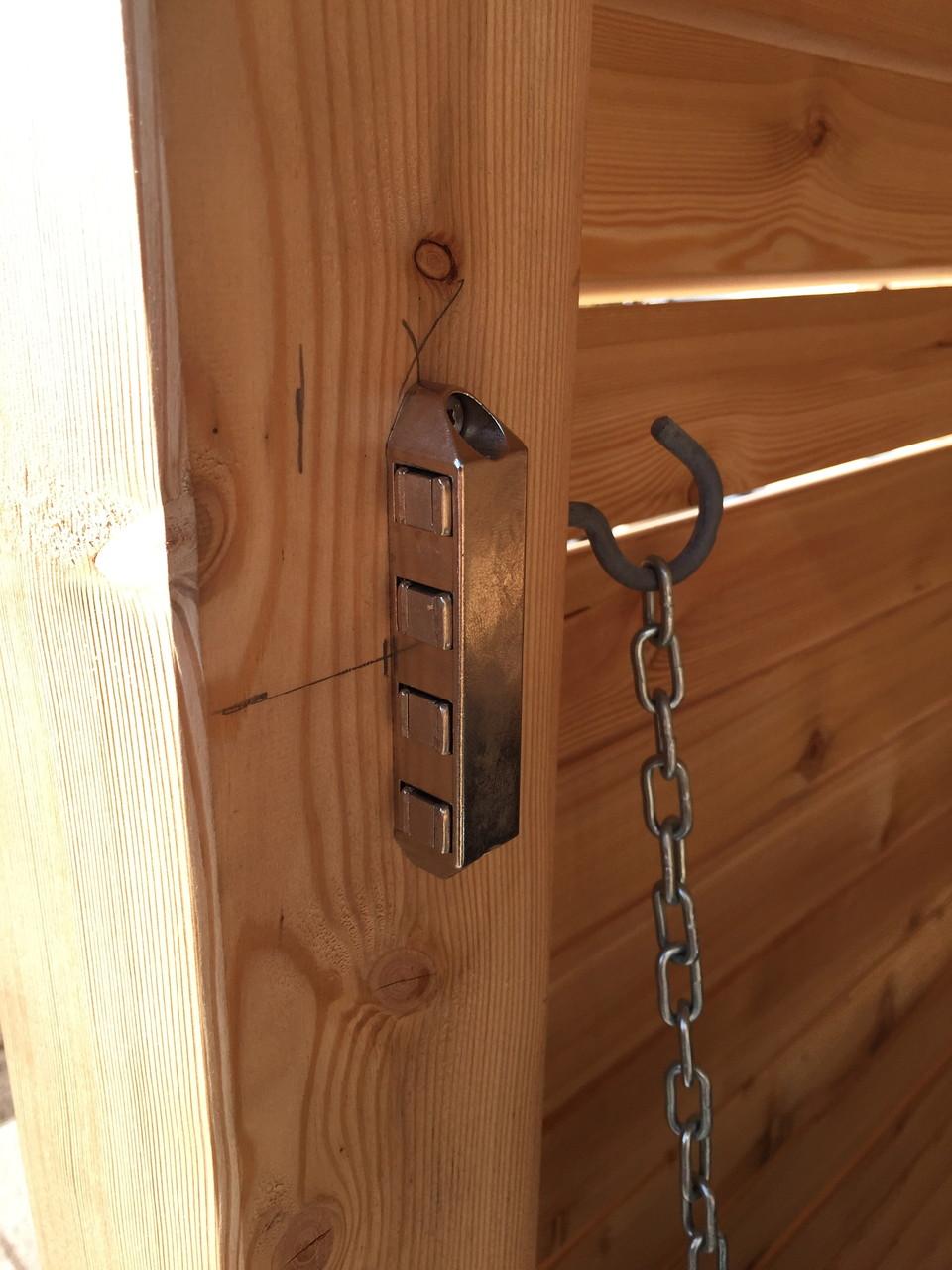 extra starke Magnetschnapper halten die Türe zu