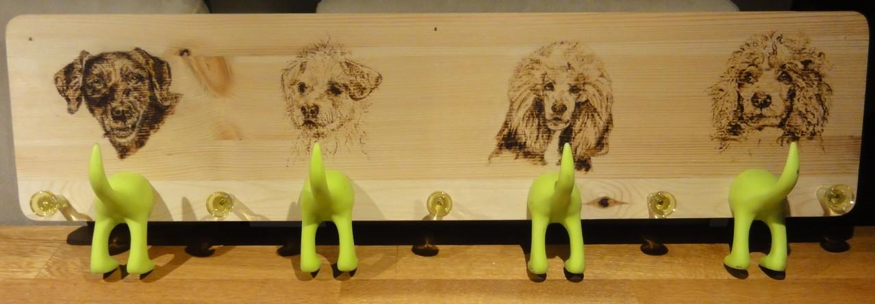 Individualanfertigung auf Kiefer - vier Hunde - neun Haken - ca. 75 cm lang