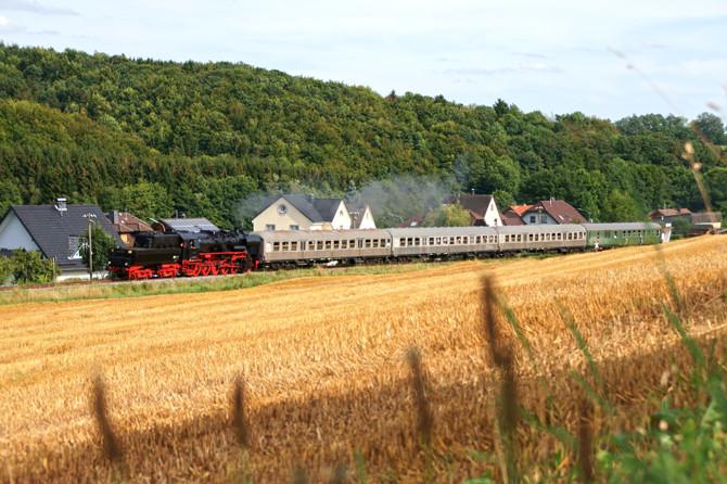 In der letzten Saison 2012 bespannte Gastlok 52 8131-6 die beliebten Sommerdampffahrten zwischen Gerolstein und Ulmen