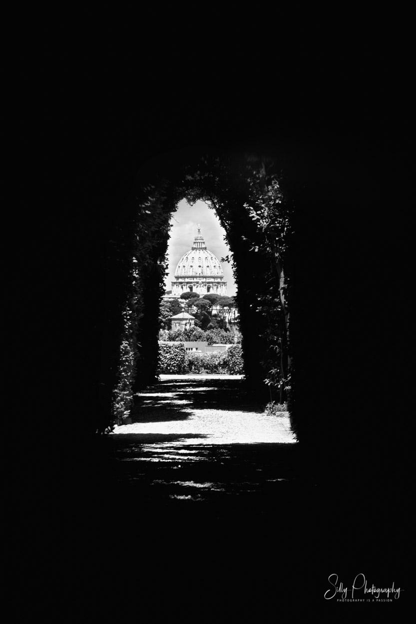 """Rom / """"Heilige"""" Schlüsselloch, Petersdom, Blick durch das Schlüsselloch, 2014, © Silly Photography"""