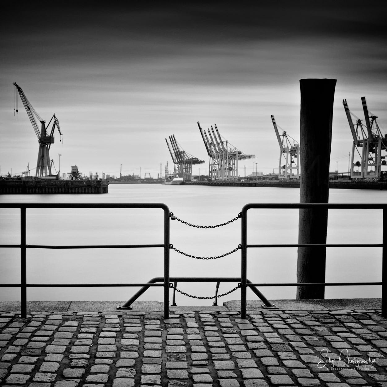 Hamburg / Hamburger Hafen, Hafenkräne, Langzeitbelichtung, 2014, © Silly Photography