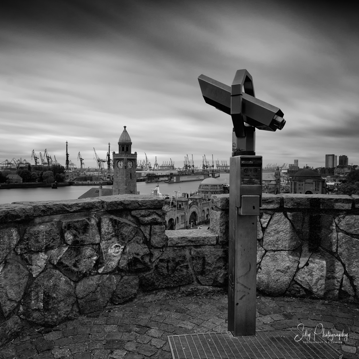 Hamburg / Hamburger Hafen / Landungsbrücken, Pegelturm, Dock Elbe 17, Blick vom Stintfang, 2015, © Silly Photography