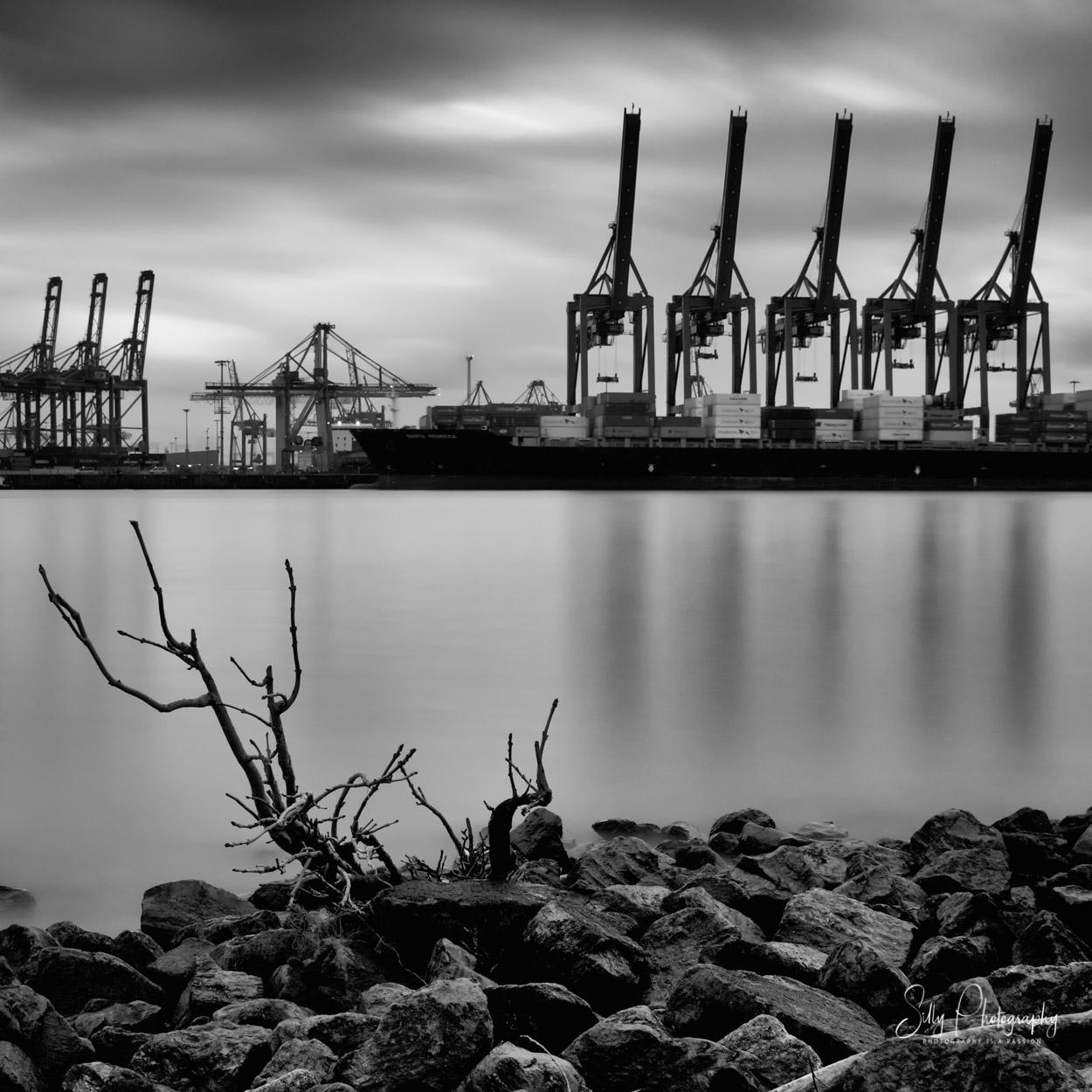 Langzeitbelichtung Hamburger Hafen Neumühlen, Container Terminal Burchardkai, Elbstrand Neumühlen, Hamburg, Hamburg Bilder, ©Silly Photography