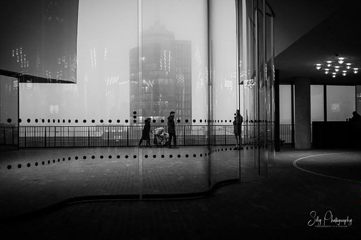 Hamburg / Elbphilharmonie Plaza, Streetfotografie, 2017, ©Silly Photography