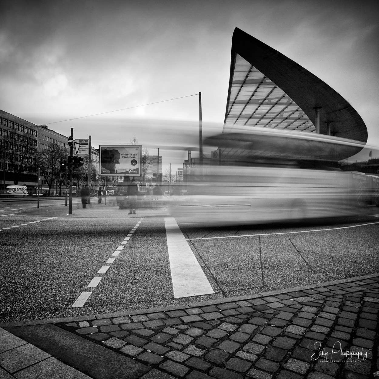 Hamburg / ZOB, Bus, Busstation, Langzeitbelichtung, 2015, © Silly Photography